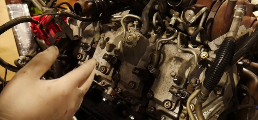 How to Install and Remove LB7 Fuel Injectors